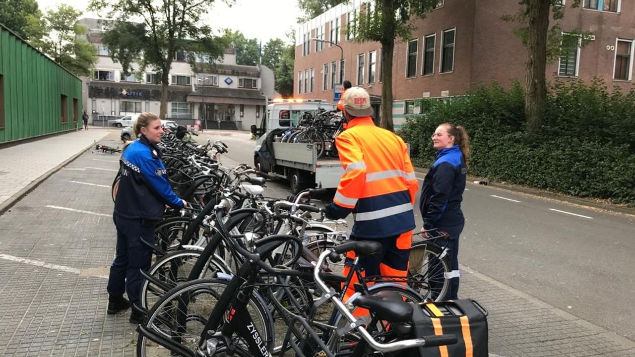 Achtergelaten (brom)fietsen in Bisonspoor verwijderd